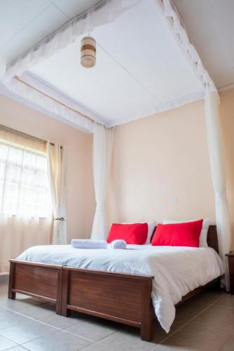 http://kahigahomestay.com Vacation. Holiday. Holiday Home. Book now. Booking. Booking Avaliable. Kahiga Homestay. best accommodation best hotel Booking Available world-class experiences for guests 5 spacious en-suite bedrooms