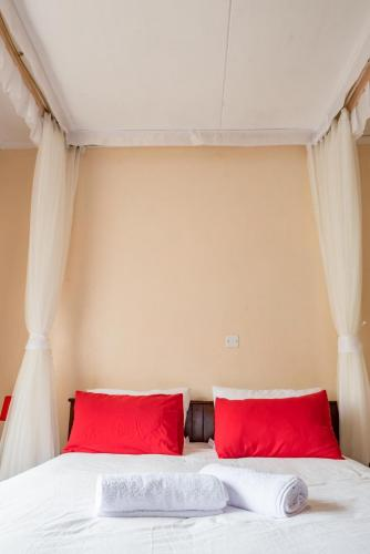 Book now. Booking Available. http://kahigahomestay.com best accommodation best hotel world-class experiences for guests 5 spacious en-suite bedrooms nearby such as the Aberdare National Park, Mount Kenya National Park, Mau Mau Caves and the Italian War Memorial Church.